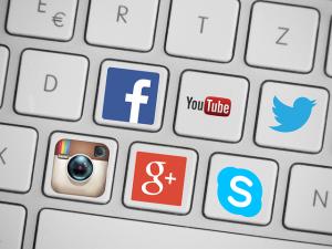 social-media-419944_640